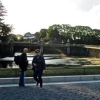 皇居お堀端プチ散歩を楽しむ 二重橋から東京へ