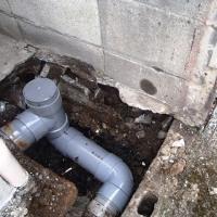 壊れた汚水管の改修