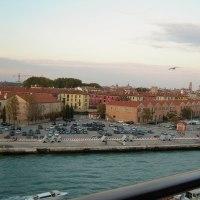 船からのベネチアの街の風景