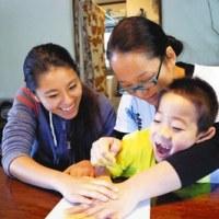 障害児らの手形集めアートに 賛同呼び掛け 世界一周の旅へ