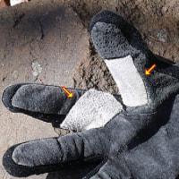 ビレイ用の手袋にツギハギ
