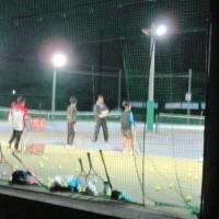 人気のナイターテニススクール