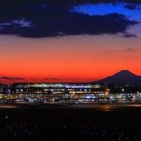 羽田空港第一ターミナル 冬の夕景