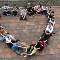 ハノイ大学生たちが作ってくれた≪ハートの輪≫