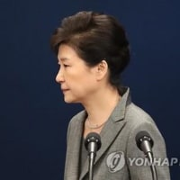 朴大統領の無条件の辞任を求めるとともに、来月初めの弾劾案採決を推進する方針をあらためて確認。