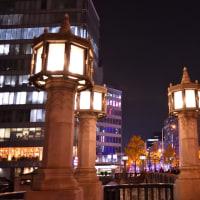 夜の中之島界隈・淀屋橋から難波橋へぶらりと。橋脚や橋のライトアップは綺麗‼️
