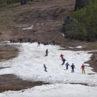 まだ終わってないの…?今週末,5月27,28日のスキー場の天気は…土曜は曇り,日曜は晴れかな