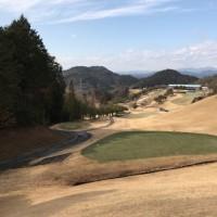今年初めてのゴルフに行きました。