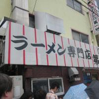 京都、ラーメンの両巨頭「本家 第一旭 たかばし本店」の隣には、「新福菜館本店」!短時間で行列!