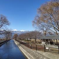 冬の安曇野・寒い朝 ~拾ヶ堰と白い常念~