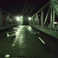 連休明け。せめて、雨が上がったことを、良しとしましょう。小橋。