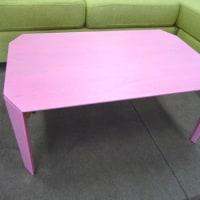 ピンクのテーブル かわいい