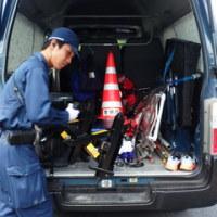 早朝から作業員車、砂利ダンプカー、沖縄防衛局車への抗議が続く。