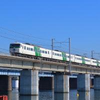 国鉄標準色に戻された185系が東海道を下る。