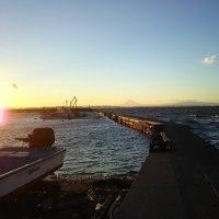 東京湾大貫漁港の夕焼けに富士山を望む(1月下旬)