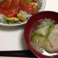 サーモンアボカド丼 と 蓮根つくねネギスープ