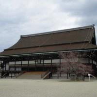 京都御所の左近の桜と右近の橘