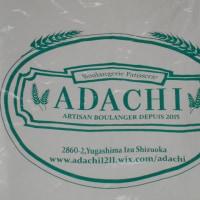 ADACHI。