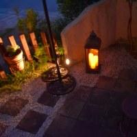 庭の明かりに