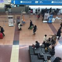 土曜日の羽田空港ロビー