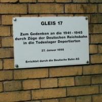 ベルリンの悲しい歴史~グリューネバルト駅17番ホーム