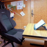 読書用の椅子(自動車用のmurenのシートを改造)が届いた