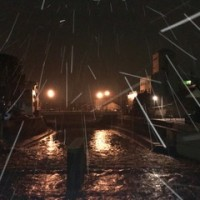 明け方は雪。2時間ほどで収まるそうです。小橋から彦三大橋方向。