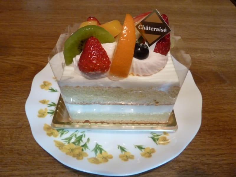 シャトレーゼの「成人の日 8種フルーツのショートケーキ」のお味!