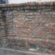 赤レンガの塀、赤レンガの建物・・・