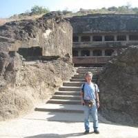 「悠久のインド9日間」№25 昔は窟の前に塀が有った