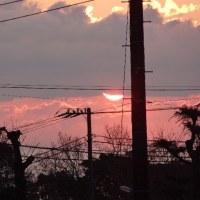 真っ赤な太陽が昇っています