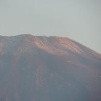 頂上付近に雪