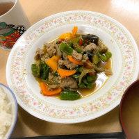 カラフルな肉野菜炒めでほっこり。