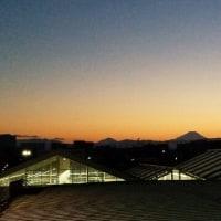 小さな・静かな夕暮れと富士山