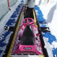 キャノン EOS M5とパンケーキレンズ22ミリの組み合わせ。「タッチ&ドラッグAF」と自動追尾(AFトラッキング)でスキーを撮る。