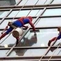 壁にスパイダーマン