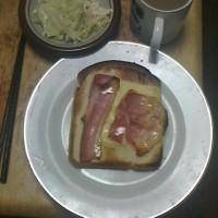 昨日ですが、パン、ベーコンのパン、コールスロー
