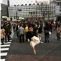 スクランブル交差点の秘密・・・日本人はすっと体を斜めにして、お互い譲るのです。でも、外交の世界では裏目に出るのです。