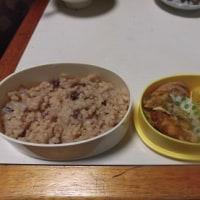 温めた人参ジュースと玄米ご飯の幼稚園弁当