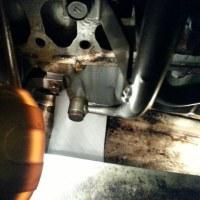 ヨットのエンジンオイル漏れ