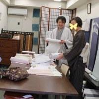 催し初日。小倉さんが来店してくださいました
