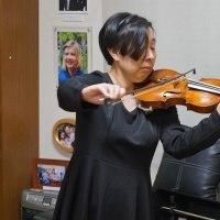 松橋桂子さんを偲び語る会の写真です。清瀬保二門下の中山さんが見事というほかないヴァイオリン独奏。