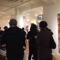 知人の個展、オープン二ングパーティーにいきました。