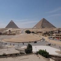 エジプト 部屋からピラミッド