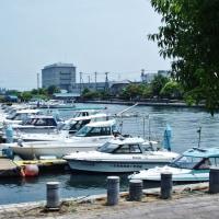 岩瀬運河を見ている古志の人魚姫は何を思う・・・富山市岩瀬・カナル会館付近
