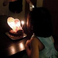お誕生日のケーキは「エルサとアナのキャラクター」(*^^*)