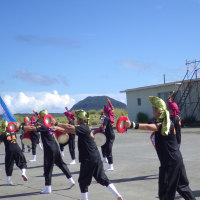 2016年小笠原村硫黄島慰霊墓参(267)自衛隊の皆さんによるお見送りの踊り(1)