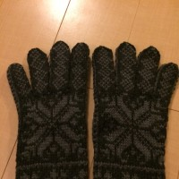 超大きな手袋を編みました