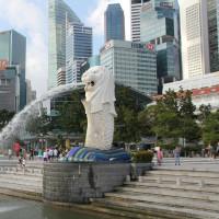 まずはシンガポールへ