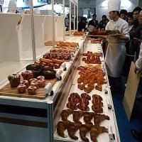 本日はインテックス大阪で開催中の2017モバックショウへ。動けなるほど試食のパン・どらやき・アイスクリーム・ジェラート・クッキー・ピザ・コロッケを食べました。